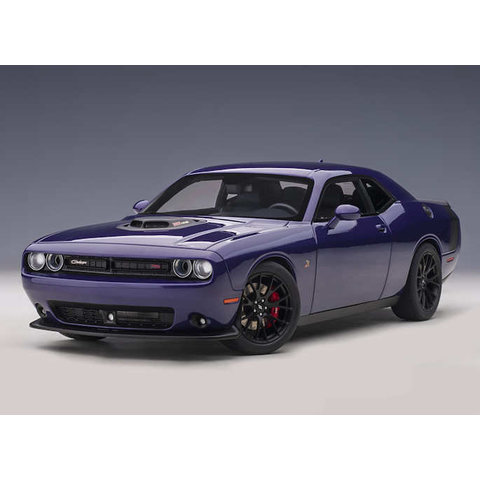 Model car Dodge Challenger 392 HEMI Scat Pack Shaker 2018 purple 1:18