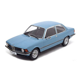 KK-Scale | Modelauto BMW 318i (E21) 1975 lichtblauw metallic 1:18
