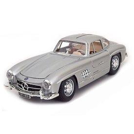 Bburago Mercedes Benz 300 SL Coupe 1954 zilver 1:18