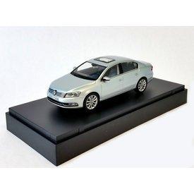 Schuco Volkswagen VW Passat zilver - Modelauto 1:43