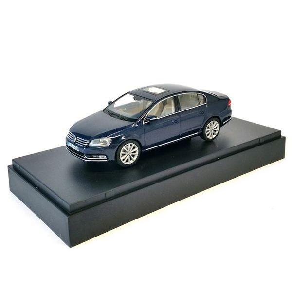 Modelauto Volkswagen Passat donkerblauw 1:43