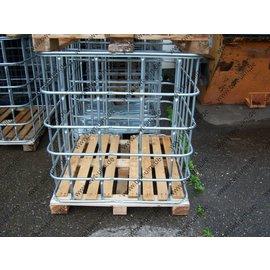 Gitterbox auf Holzpalette