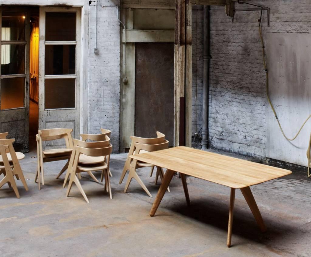 6 persoons (eet)tafel van Engels eiken. - NORDIC NEW