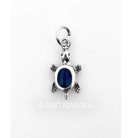 Turtle pendant with gemstone