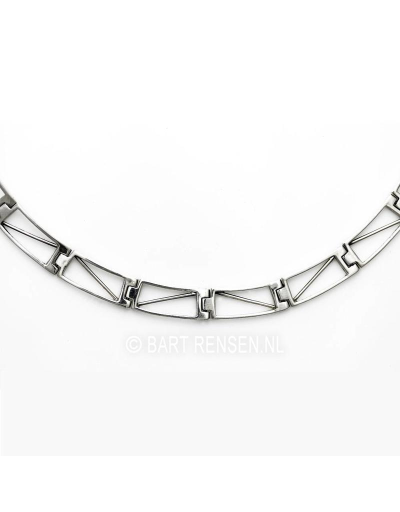 Silver necklace with movable links