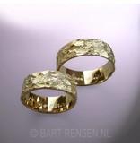 Trouwringen met structuur  - 14 krt goud