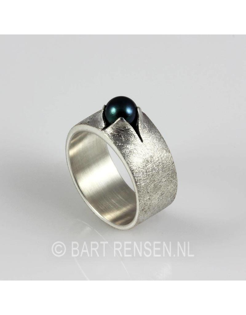 Ring with black pearl - sterling silver
