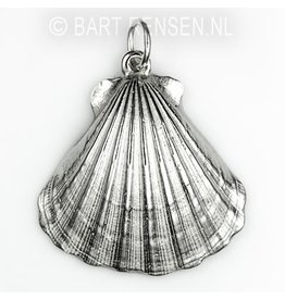 Silver Saint Jacob's shell  pendant