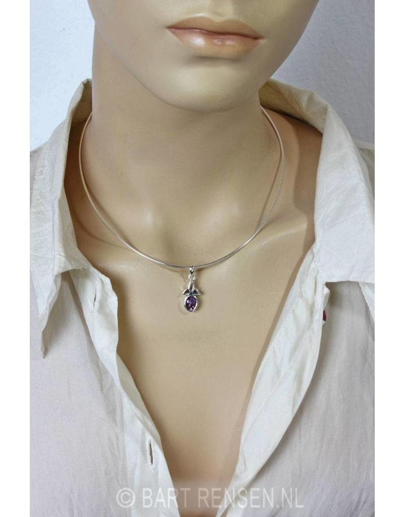 Triquetra hanger met steen - echt zilver