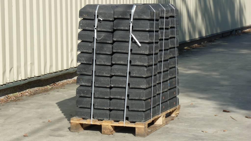 Pied de balise 'Minibloc' 15 Kg. (ouverture 40 x 40 mm)