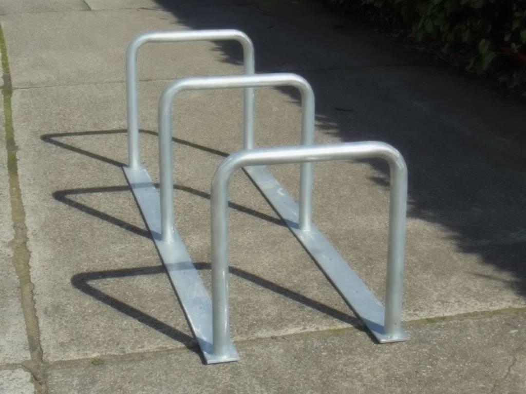 Range vélo avec 3 arceaux 65 cm hauteur