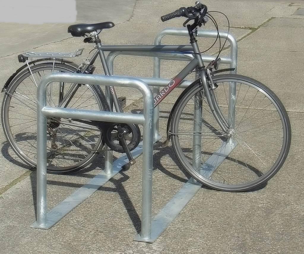Range vélo avec 3 arceaux de 80 cm