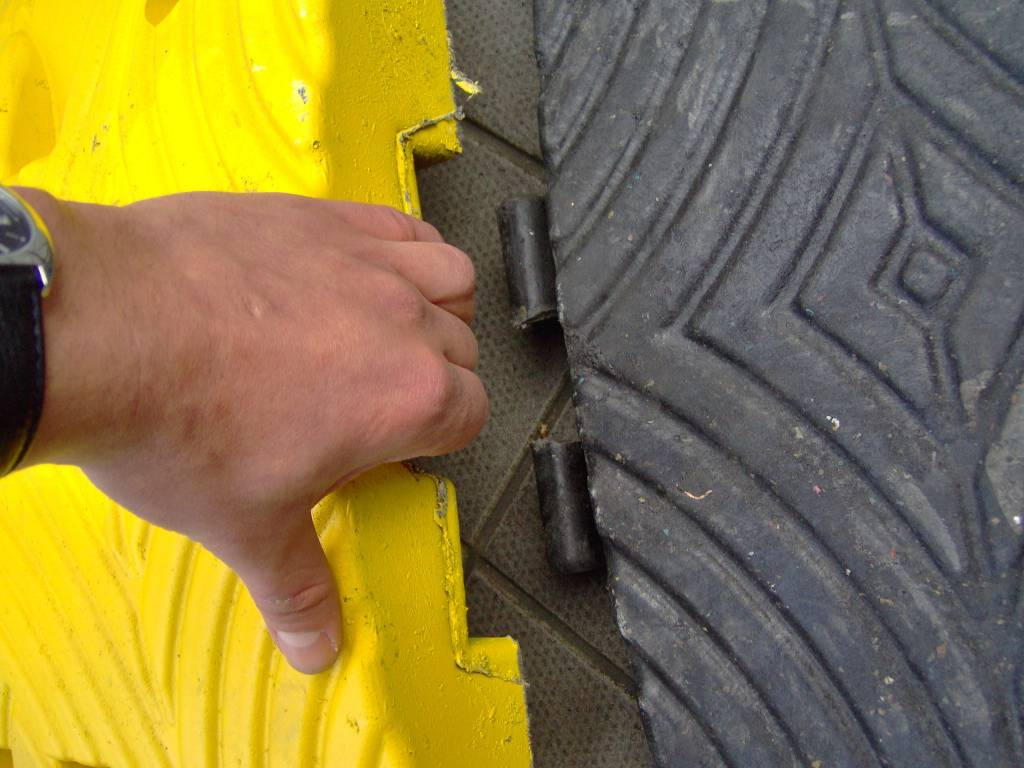 Verkeersdrempel 'SLOWLY' - 7 cm  - voor personen- en vrachtwagens