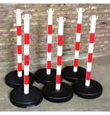 Kettingpaal in PVC, 90 cm, rood / wit met opvulbare ronde voet tot 9 kg.