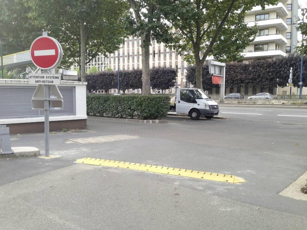 One-Way parking portcullis (harrow)