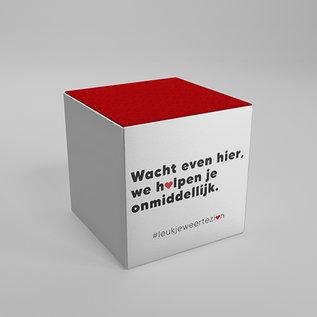 """Seat cube with message : """"wacht even hier, we helpen je onmiddellijk"""""""