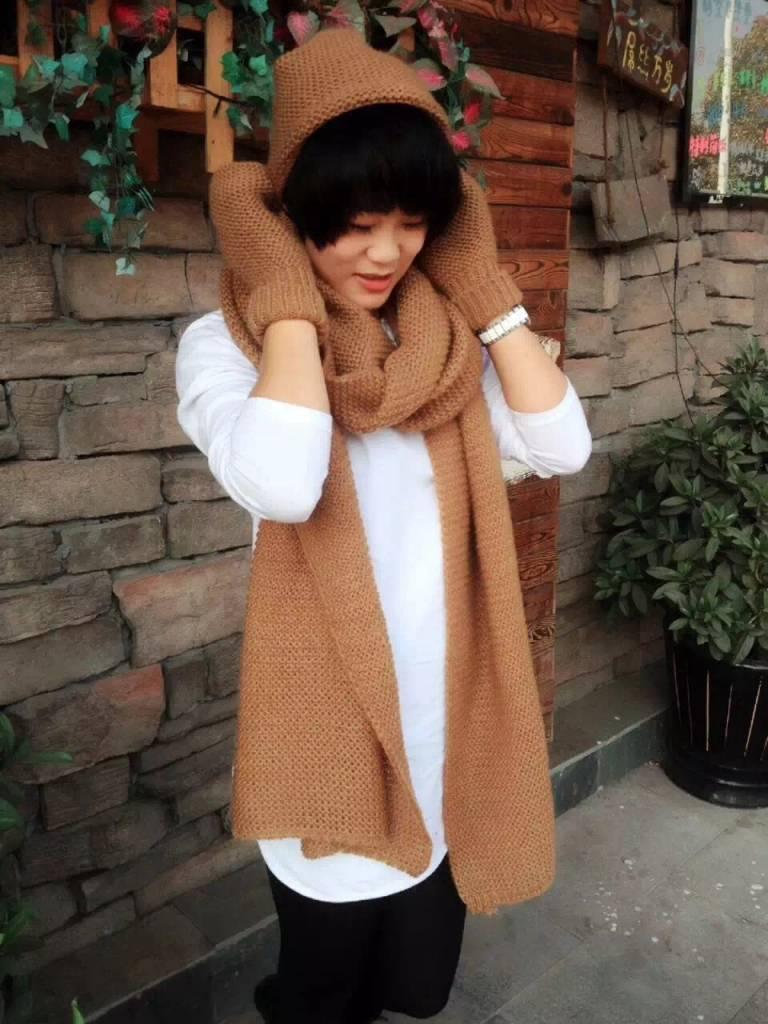 Gebreide lange sjaal, met bijpassende muts en handschoenen