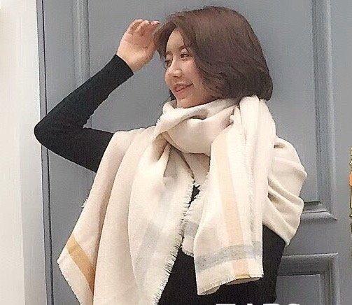 Sjaal, creme met smalle streep, beige en zachtblauw