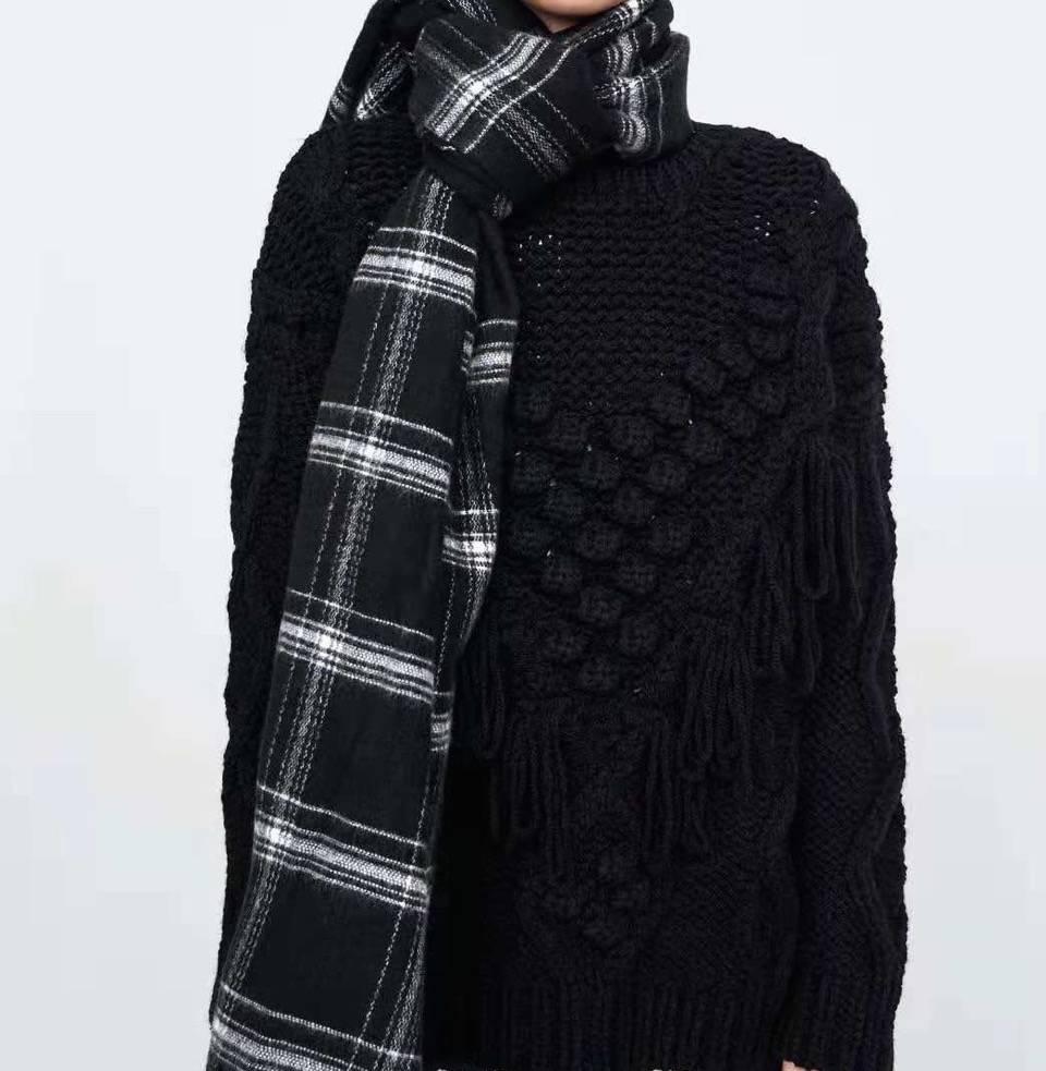 Blanket Scarf Posh Plaid Black