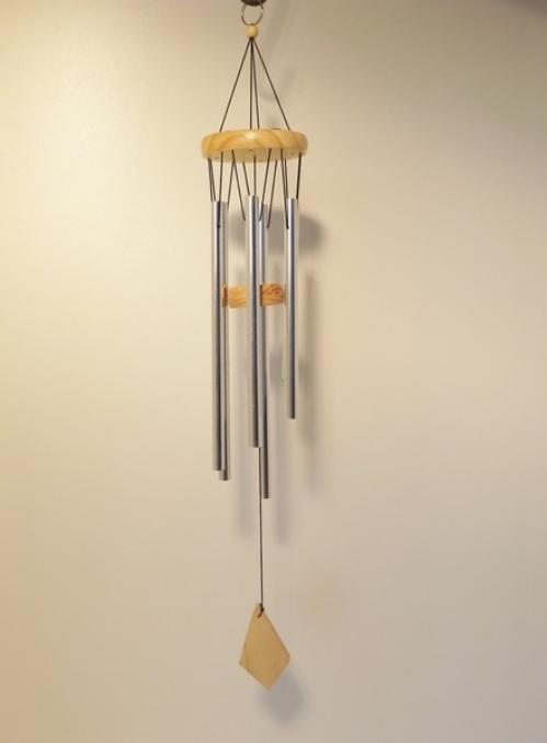 Windgong Houten schijf met 6 zilveren pijpjes, lengte 65cm (TU5031)