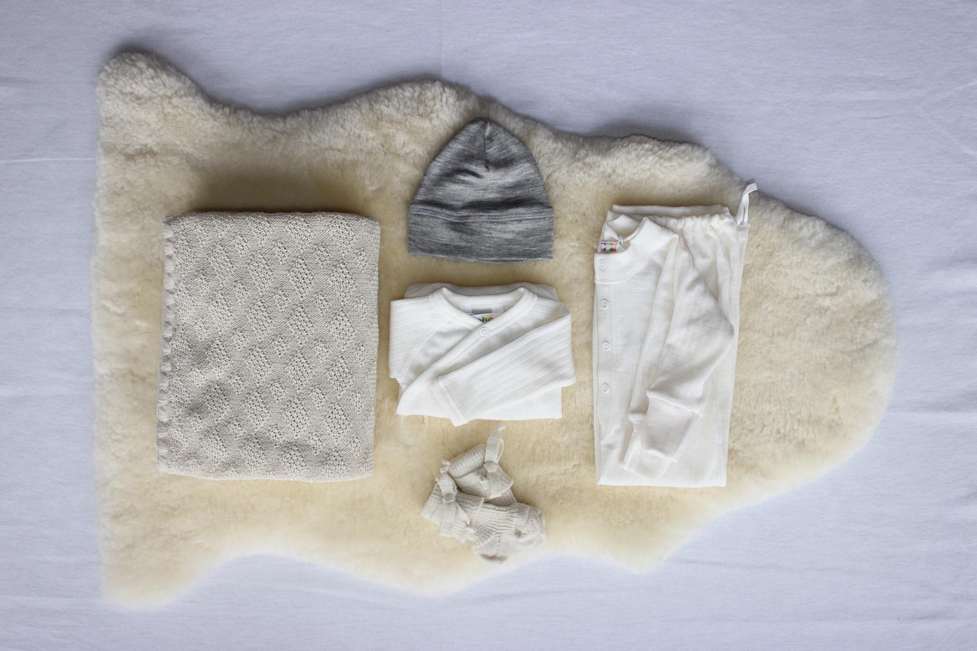 De Zaailing - Wollen Babyuitzet Set 3 + Baby schapenvacht - 10% Starterskorting