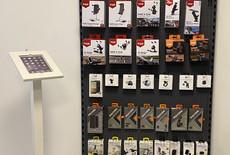 Tabboy XL iPad vloerstandaard infozuil in winkel