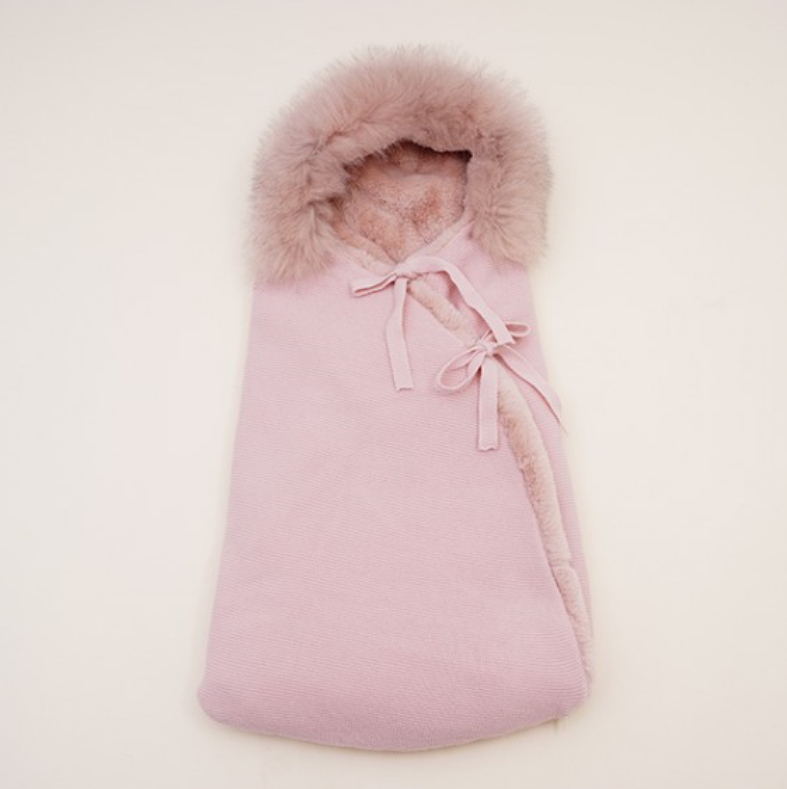 La Jolie Voetenzak met pels - oud roze