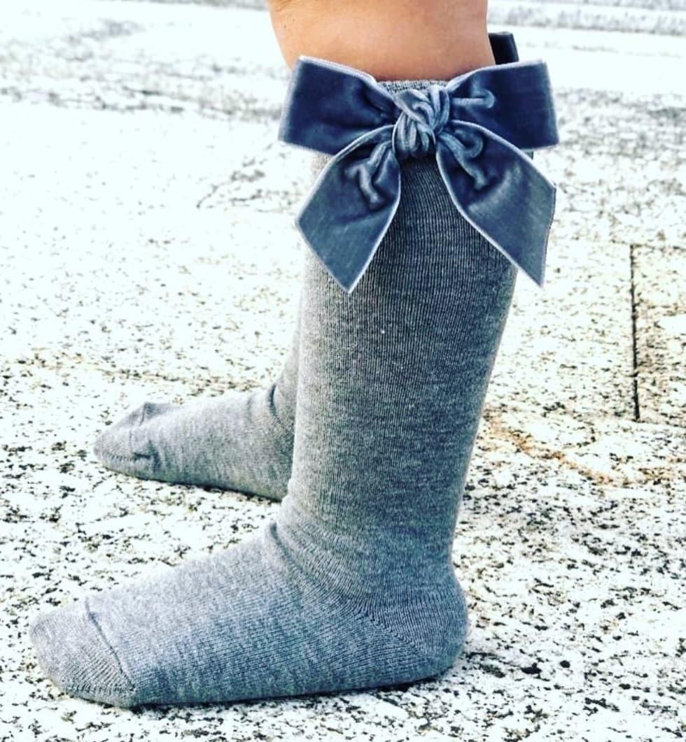 Meia Pata Kniekousjes grijs met velvet strik