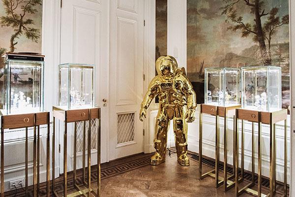 Schaap en Citroen Estate 2019 | Omega horloges en gouden astronaut