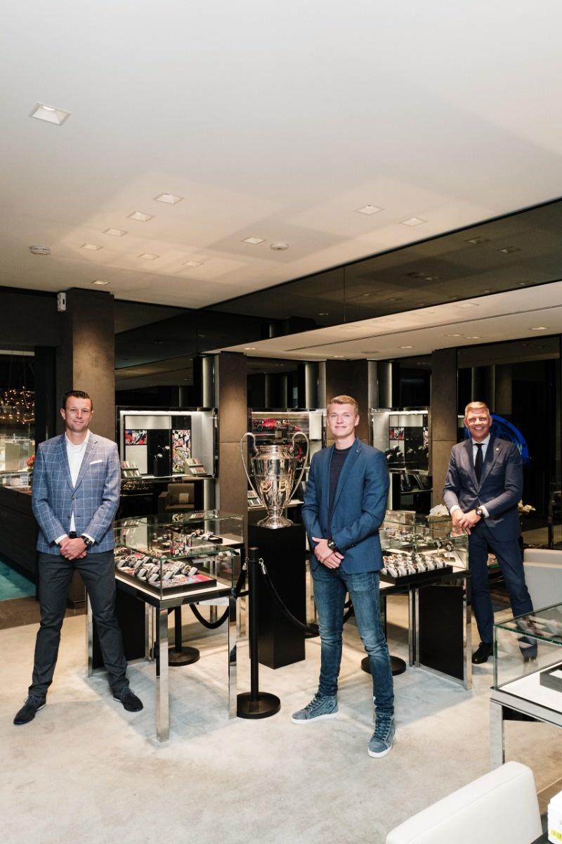Perr Schuurs, Menno Geelen en Mark van Nieuwkerk in de Hublot Boutique Amsterdam van Schaap en Citroen Juweliers