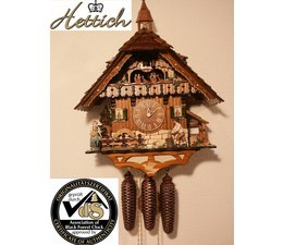 Hettich Uhren Original reloj de cuco hecho a mano en la Selva Negra. Alojamiento masivo en el estilo de la casa de la Selva Negra, de 47 cm de altura, con figuras de baile de madera astilladora y rueda de molino.