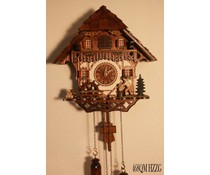Trenkle Uhren Kuckucksuhr 30cm hoch 28cm breit mit handgefertigtem Holzschindeldach mit Quarzwerk und beweglichem Holzhacker und Mühlrad