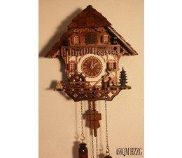 Trenkle Uhren Wunderschöne Kuckucksuhr 30cm mit Holzschindeldach im Schwarzwald hergestellt mit Quarz-Laufwerk und Kuckuckruf mit Lichtsensor unter dem Zifferblatt ,sobald es dunkel wird schaltet der Kuckuckruf ab - Copy