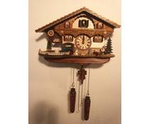 Trenkle Uhren Kuckucksuhr 26cm hoch 39cm breit mit handgefertigtem Holzschindeldach mit Quarzwerk und beweglichem Traktor - Copy