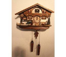 Trenkle Uhren Wunderschöne Kuckucksuhr 26cm mit Holzschindeldach im Schwarzwald hergestellt mit Quarz-Laufwerk und Kuckuckruf mit Lichtsensor unter dem Zifferblatt ,sobald es dunkel wird schaltet der Kuckuckruf ab - Copy