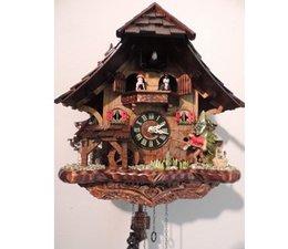 Trenkle Uhren Wunderschöne Kuckucksuhr 33cm mit Holzschindeldach im Schwarzwald hergestellt mit Quarz-Laufwerk und Kuckuckruf mit beweglichem Angler-Tanzfiguren-Mühlrad
