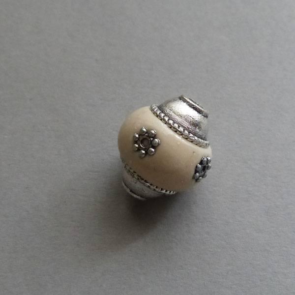 Kashmiri Perle 18 mm - creme