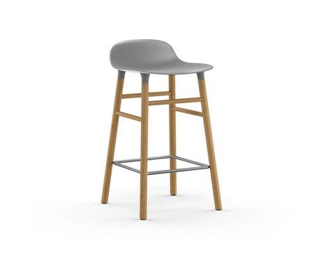 Normann Copenhagen Stuhlform grauer Kunststoff Eichenholz 65cm