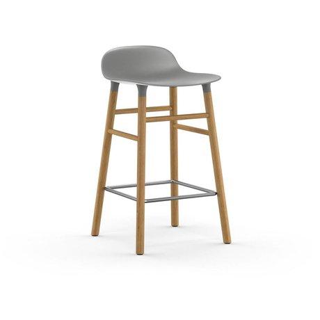 Normann Copenhagen Forme Tabouret bois de chêne plastique gris 65cm