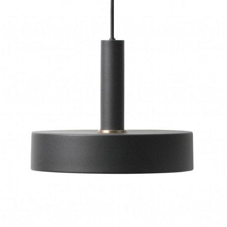 Ferm Living Nehmen Sie hohe schwarze Hängelampe aus Metall