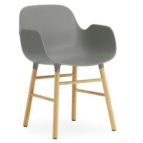 Normann Copenhagen Stuhl mit Armlehne Formular grauem Kunststoff Eichenholz 79,8x56x52cm