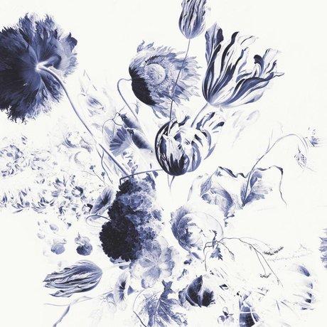 KEK Amsterdam Tapete Royal Blue Flowers II mehrfarbiges Vliespapier 292,2 x 280 cm