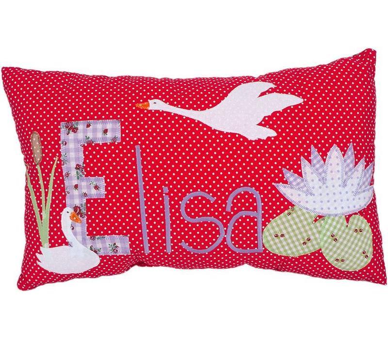 Namenskissen mit fliegendem Schwan, Farbe:  Rot mit weißen Pünktchen