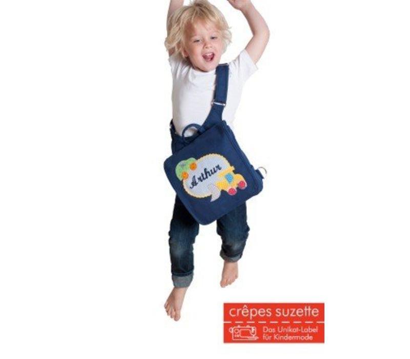 Kindergartentasche wandelbar zum Rucksack mit Namen bestickt. Rebellin Totenkopf