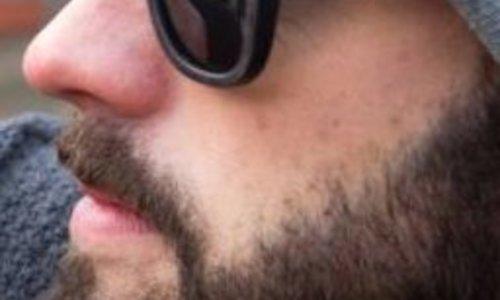 Hölzerne Sonnenbrillen sind aus der Mode.