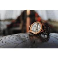 Troy watch - Kinetic. Van walnoothout met gouden binnenwerk | Lumbr