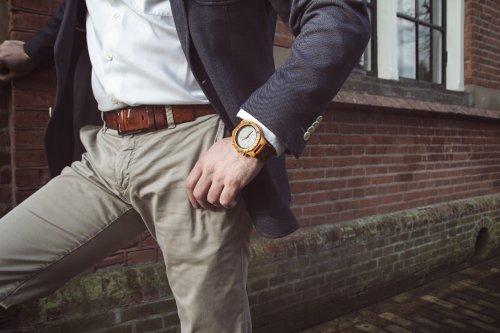 Netwerken met een houten horloge