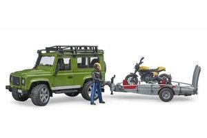 Land Rover Defender met aanhanger en Ducati Scrambler