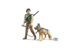 Boswachter met hond en uitrusting