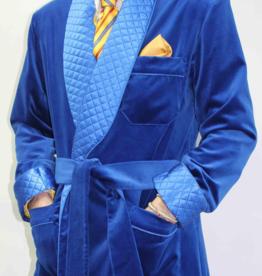 Piet Nollet Kort kamerjasje ( Kort jasje )    van katoenfluweel met contrasterende 100% satijnen zijden gewatteerde voering en riem.
